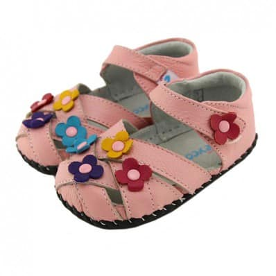 http://cdn2.chausson-de-bebe.com/4363-thickbox_default/freycoo-baby-girls-first-steps-soft-leather-shoes-pink-sandals-with-3-flowers.jpg