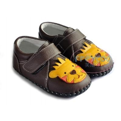 FREYCOO - Baby boys first steps soft leather shoes | Small lion sneakers